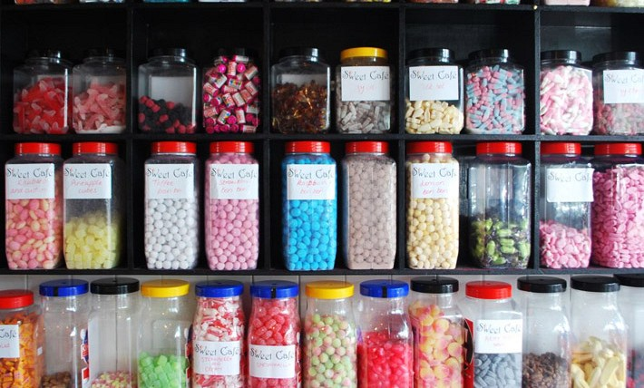 /media/zengridframework/imagecache/Good old fashioned sweets from the jar at Sweet Cafe in Wensleydale Road-cf40d0242011fbf2e875d329635759af.jpg